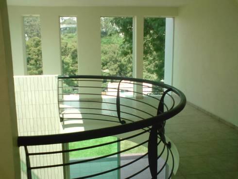 Loma del Rio Cuernavaca:  de estilo  por CESAR MONCADA S