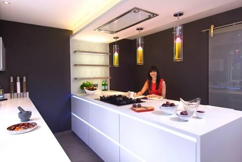 ANJALI PATAK'S KITCHEN: modern Kitchen by Diane Berry Kitchens