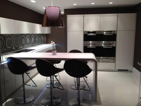 MR & MRS SCOTT'S KITCHEN: modern Kitchen by Diane Berry Kitchens