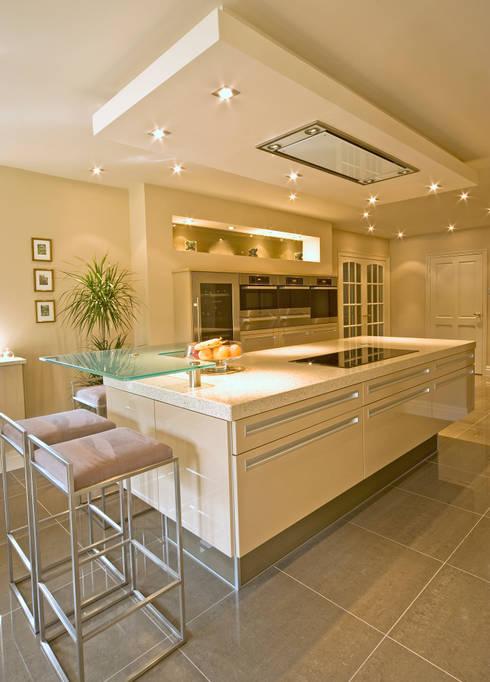MR & MRS TAYLOR'S KITCHEN: modern Kitchen by Diane Berry Kitchens