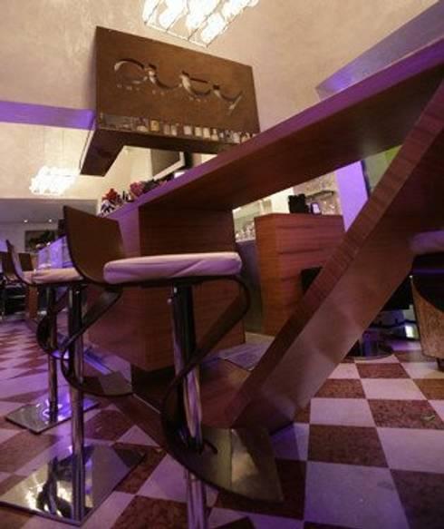 City coffee and Drink TV: Gastronomia in stile  di Masi Interior Design di Masiero Matteo