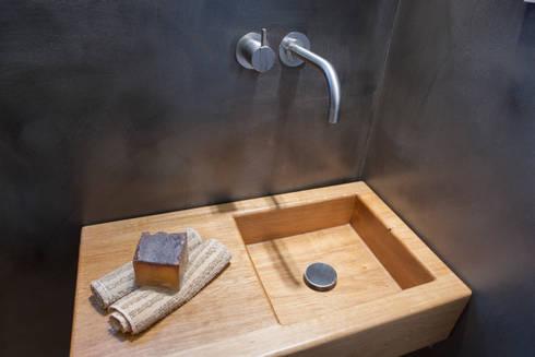 Holz Als Waschtisch Im Gäste WC: Minimalistische Badezimmer Von Design By  Torsten Müller