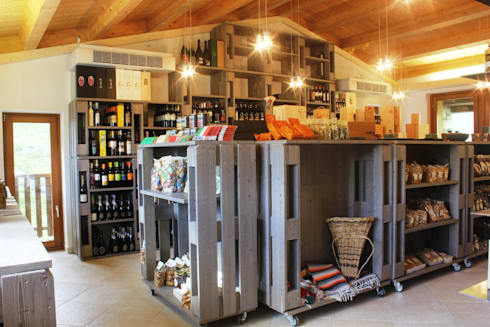 Foresteria 2315 cafè shop & restaurant: Hotel in stile  di BEARprogetti - Architetto Enrico Bellotti