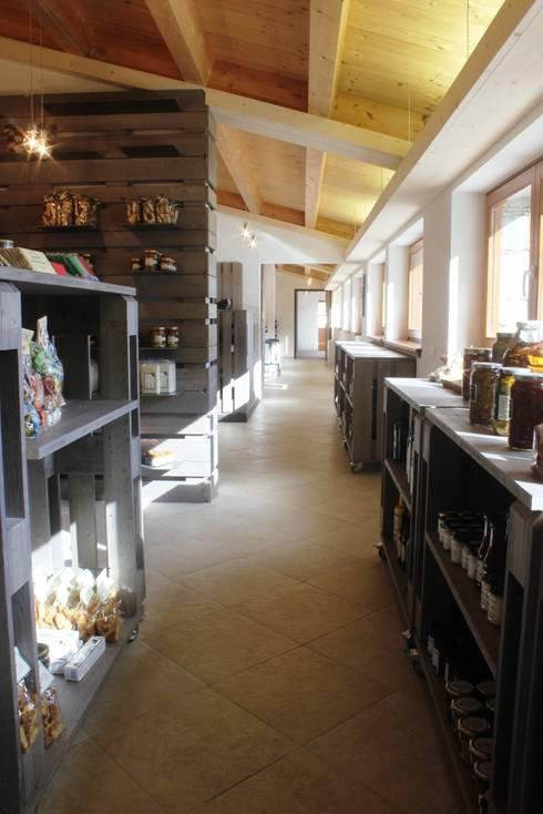 Foresteria 2315 cafè & shop: Hotel in stile  di BEARprogetti - Architetto Enrico Bellotti