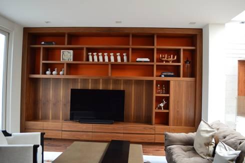 Casa en El Pedregal: Salas de estilo moderno por Revah Arqs