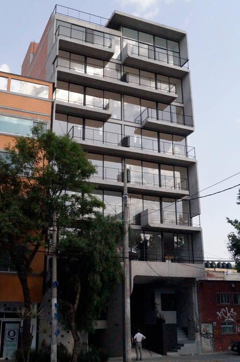 Living Eje Central: Casas de estilo moderno por Living SLVK