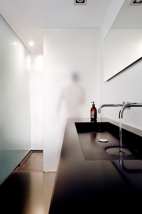 appartement B: minimalistic Bathroom by atelier d'architecture Yvann Pluskwa