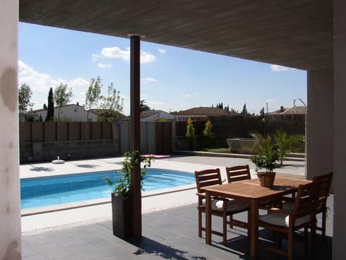 vivienda unifamiliar aislada: Casas de estilo moderno de jacint alsina despatx d'arquitectura