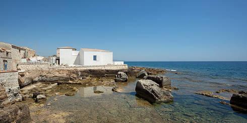 Casa EC: Case in stile in stile Mediterraneo di Indice Creativo