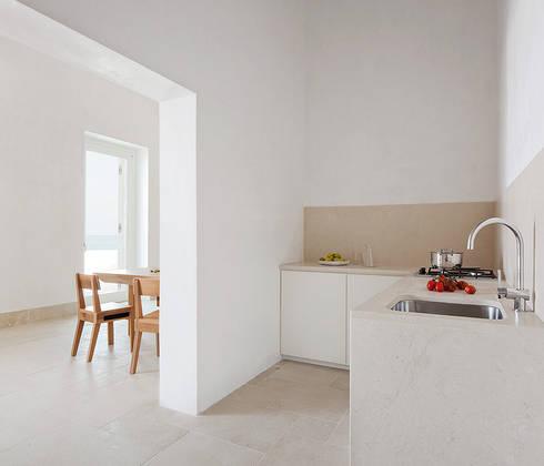Casa EC: Cucina in stile in stile Mediterraneo di Indice Creativo