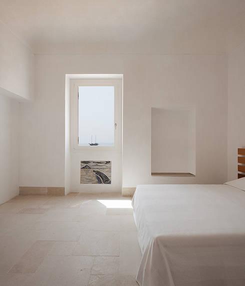Dormitorios de estilo mediterráneo de Indice Creativo