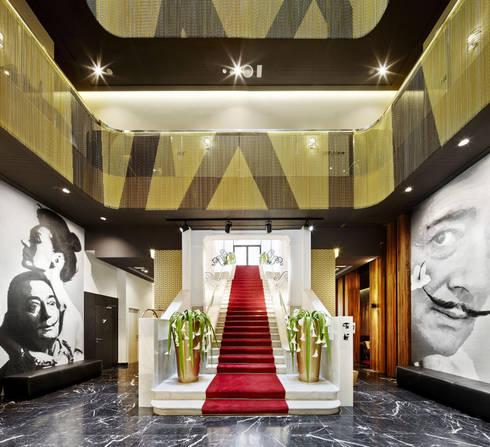 Hotel Vincci Gala Barcelona:  de estilo  de TBI Architecture & Engineering