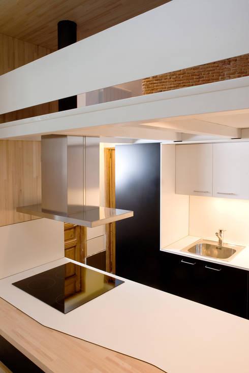 Loft ANDRÉS BORREGO. Madrid: Cocinas de estilo minimalista de Beriot, Bernardini arquitectos