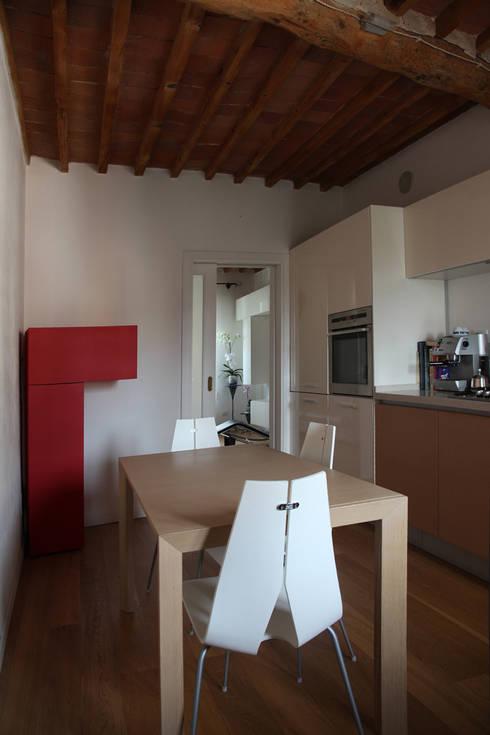 Casa B: Paesaggio d'interni in stile  di A&M Studio