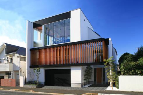 オリエンタルモダンの外観: TERAJIMA ARCHITECTSが手掛けた家です。