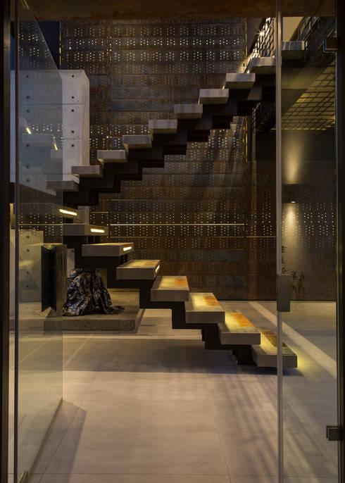 House Boz : modern Houses by Nico Van Der Meulen Architects