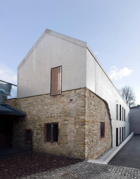 Maisons de style  par AV1 Architekten GmbH