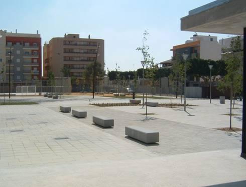 Vista desde la cafetería: Jardines de estilo moderno de NUÑO ARQUITECTOS