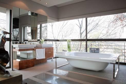 House Eccleston : modern Houses by Nico Van Der Meulen Architects