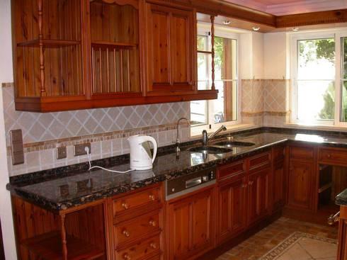 Cozinha antes de pintar:   por Propaint Lda