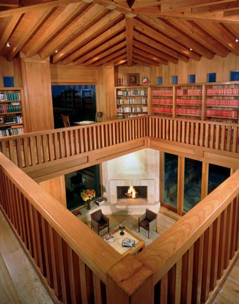 Biblioteca: Pasillos y recibidores de estilo  por JR Arquitectos