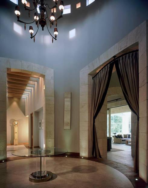Vestibulo: Comedores de estilo ecléctico por JR Arquitectos