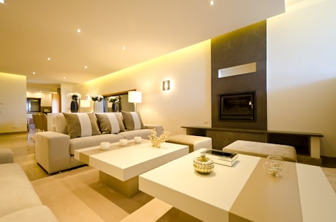 Private Vila  -  Praia da Luz: Sala de estar  por Simple Taste Interiors