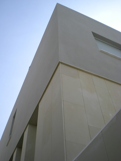FACHADA: Casas de estilo moderno de NUÑO ARQUITECTOS