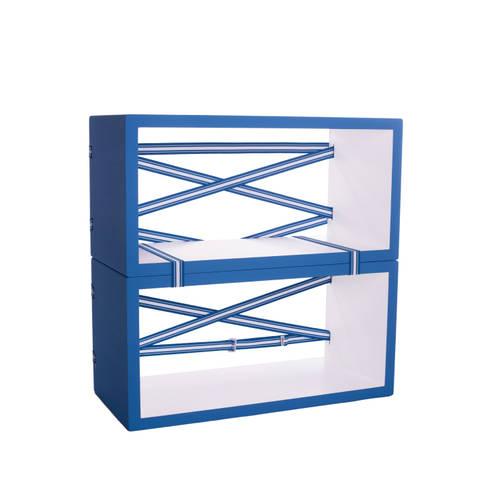 Estante Strap designed by TS Studio |For Kids Collection|: Quarto de crianças  por Two Six