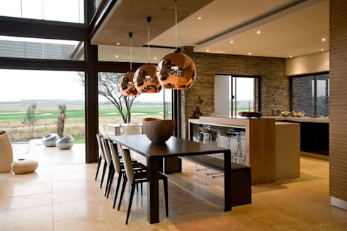 House Serengeti  : modern Dining room by Nico Van Der Meulen Architects