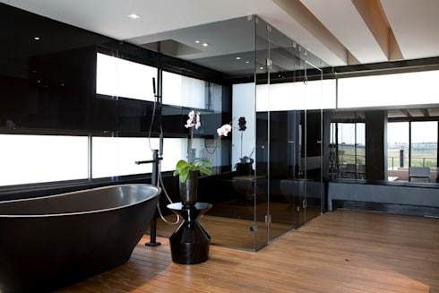 House Serengeti  : modern Bathroom by Nico Van Der Meulen Architects