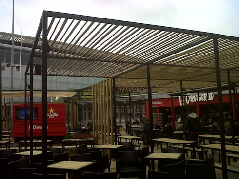 Esmaltado estructuras cerveceria camp nou: Casas de estilo moderno de Pinturas Faro