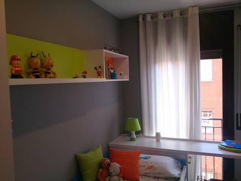 habitacion infantil: Casas de estilo moderno de Pinturas Faro