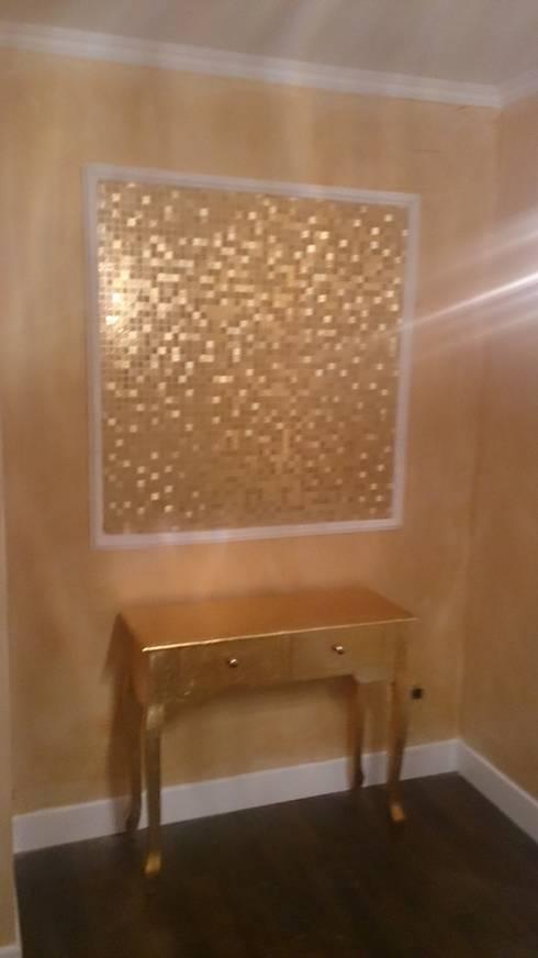 Cuadro de papel pintado efecto dorado: Casas de estilo moderno de Pinturas Faro