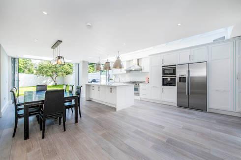 Bishops Park SW6: modern Kitchen by CATO creative