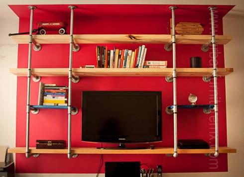 Estantería y mueble de televisión: Salas de estilo industrial por URBAN FURNITURE