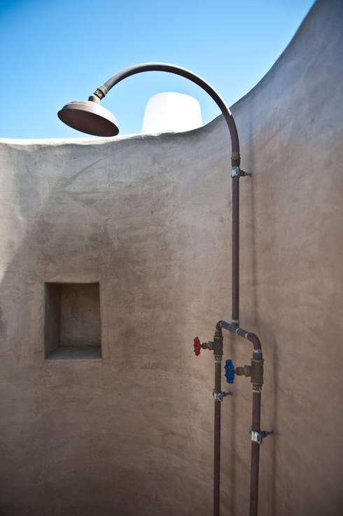 doccia in rame: Case in stile in stile Mediterraneo di Gianluca Bugeia ARCHITETTO