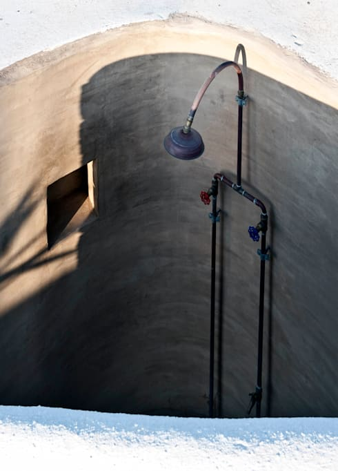 doccia esterna: Case in stile in stile Mediterraneo di Gianluca Bugeia ARCHITETTO