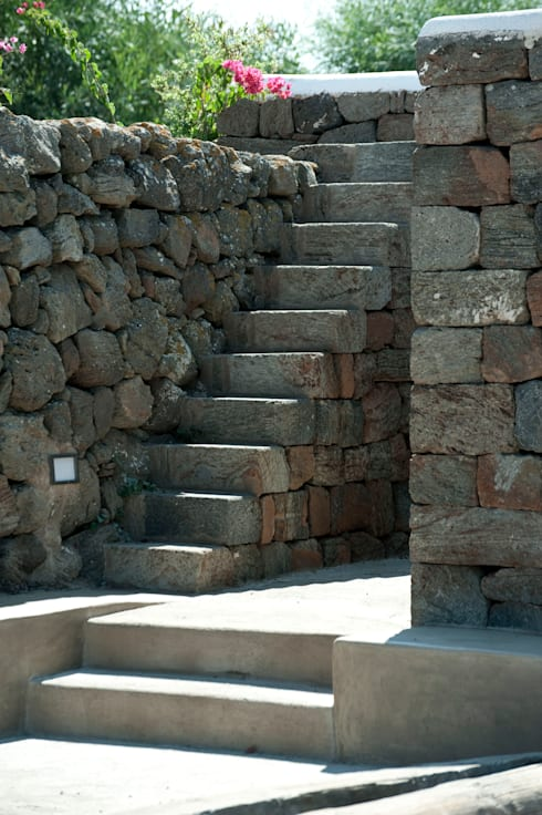 scala in pietra: Villa in stile  di Gianluca Bugeia ARCHITETTO