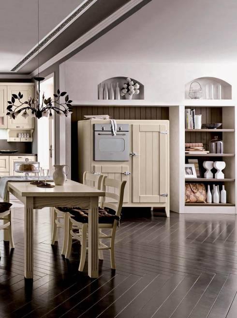 CUCINA VITTORIA: Cucina in stile in stile Rustico di ROMANO MOBILI dal 1960