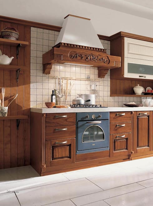 CUCINA VITTORIA: Cucina in stile  di ROMANO MOBILI dal 1960