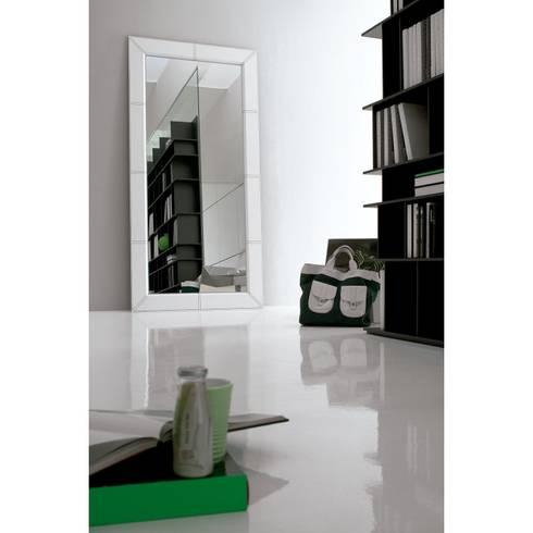 Espejo Photo: Dormitorios de estilo moderno de Ociohogar