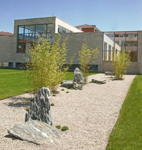 Centro de Salud de Contrueces – Lastra Arquitectos: Clínicas de estilo  de Lastra Arquitectos