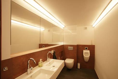 Seniorenbad : minimalistische Häuser von in_design architektur