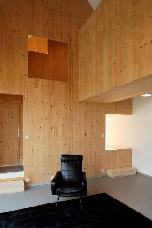 Casas minimalistas por Lode Architecture