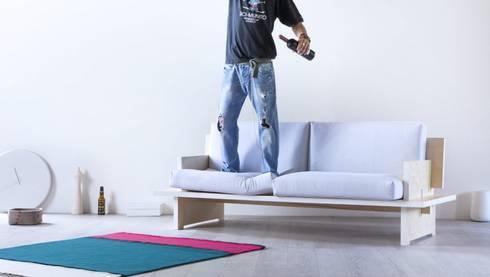 CINQUE - divano: Soggiorno in stile in stile Minimalista di SMAG design