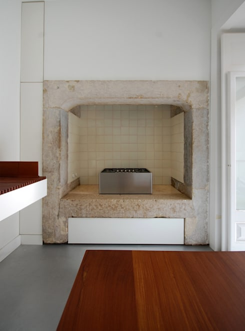 Apartamento Pedras Negras (2012): Cozinhas minimalistas por pedro pacheco arquitectos