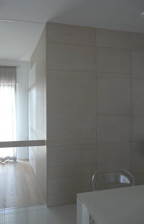 ESTETICA FUNZIONALE: Sala da pranzo in stile in stile Moderno di db_studio| Architetto Barbara De Liso
