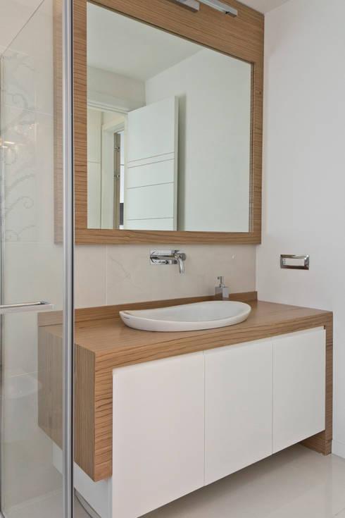ESTETICA FUNZIONALE: Bagno in stile in stile Moderno di db_studio| Architetto Barbara De Liso