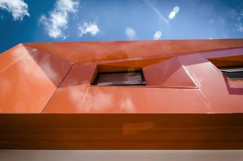 CASA C+G: Casas de estilo moderno por PLASTIK ARQUITECTOS